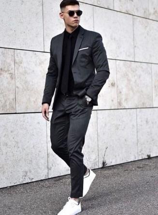 μονόχρωμο outfit με κοστούμι