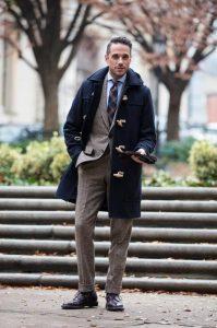 μπλε μοντγκόμερι με κοστούμι