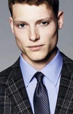 γαλάζιο πουκάμισο μπλε πουά γραβάτα