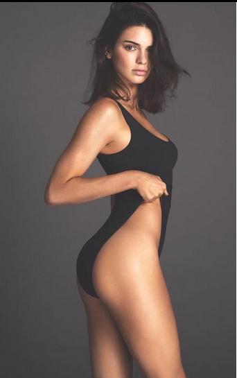 καυτή γυναίκα: Kendall Jenner με κορμάκι
