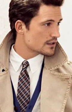 λευκό πουκάμισο καφέ καρό γραβάτα