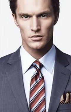 λευκό πουκάμισο κόκκινη ριγέ γραβάτα