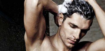άνδρας με υγιή μαλλιά