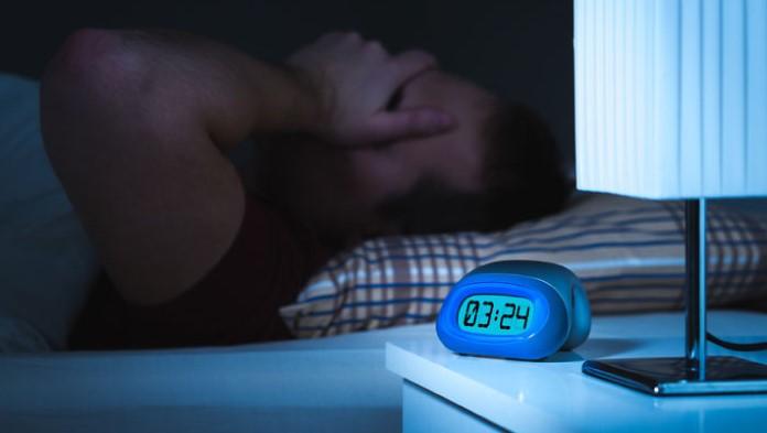 άντρας δεν μπορεί να κοιμηθεί