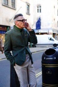 άνδρας με σακάκι κομψό ντύσιμο