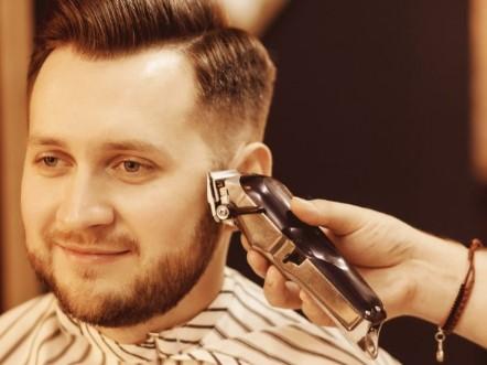 ξυρίζεις υπερβολικά τα πλαϊνά μαλλιά του κεφαλιού σου
