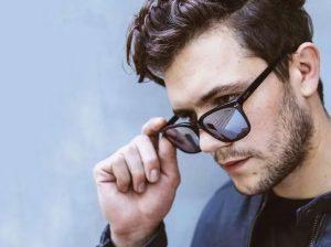 άντρας γυαλιά ηλίου