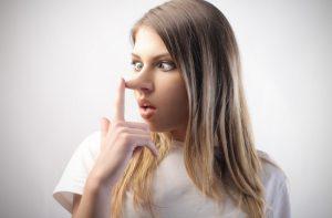 γυναίκα ψεύτρα μεγάλη μύτη καταλάβεις λέει ψέματα