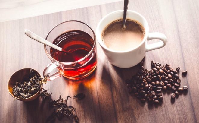 πιες καφέ ή τσάι για να απαλλαγείς από τη μέθη
