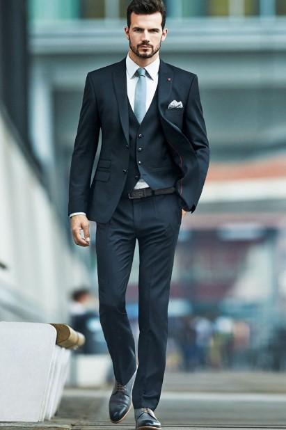 μαύρο κοστούμι γιλέκο άσπρο πουκάμισο