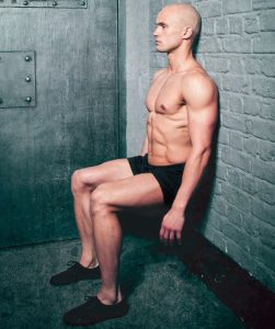 κάθισμα στον τοίχο άσκηση γυμναστικής