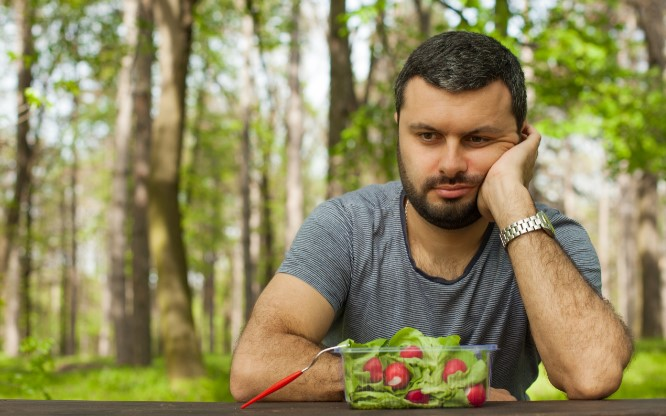 άνδρας πεινασμένος