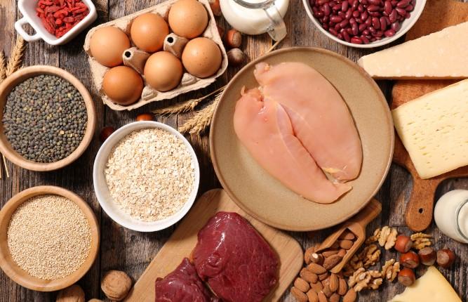 κατανάλωσε φαγητά πλούσια σε πρωτεΐνη