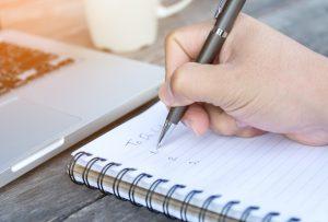 χέρι που γράφει λίστα