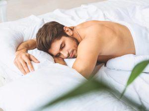 άντρας κοιμάται πάπλωμα δείχνεις νεότερος
