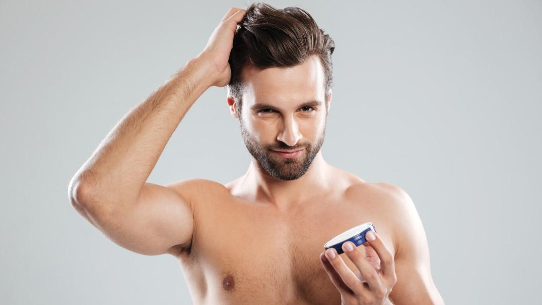 άντρας βάζει τζελ μαλλιά κανόνες περιποίησης άντρας