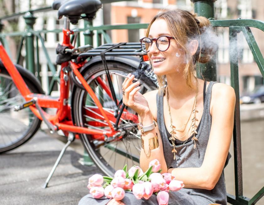 μην πεις σε μια γυναίκα να μην καπνίζει επειδή είναι γυναίκα
