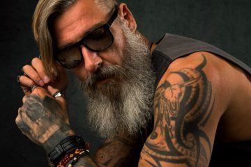 Τατουαζ ώμου για άνδρες