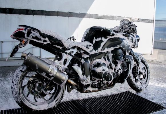 βασικό πλύσιμο μοτοσυκλέτας