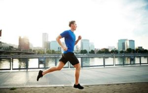 άντρας τρέχει