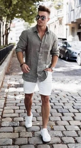 κοντομανικο πουκαμισο και ασπρη βερμουδα