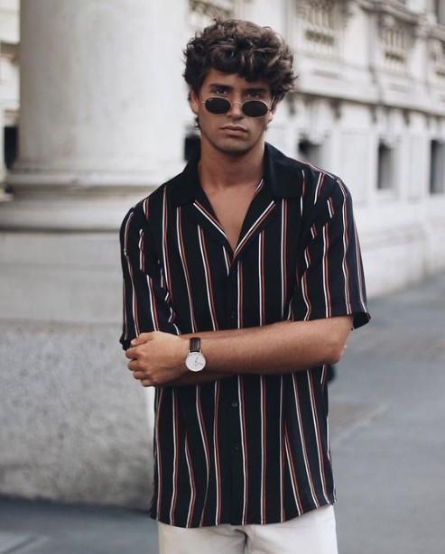 ριγέ πουκάμισο ατημέλητα μαλλιά