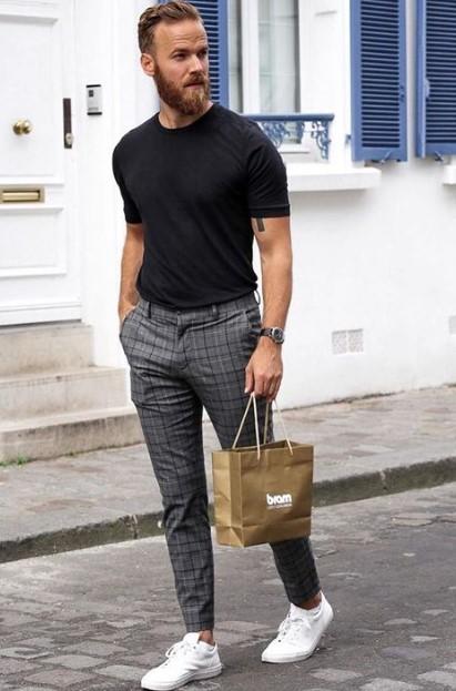 καρό παντελόνι μαύρο T-shirt