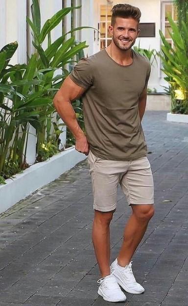 χακί T-shirt μπεζ βερμούδα
