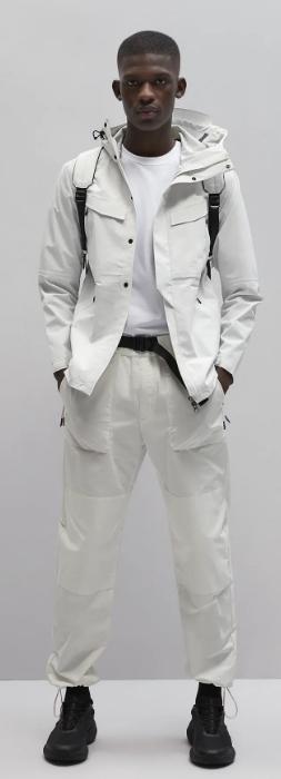 λευκό παντελόνι καθημερινό ανδρικό ντύσιμο the-man.gr