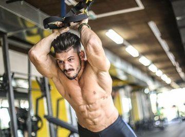 άντρας κάνει trx fitness tips