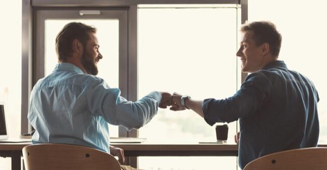 σύναψε καλές σχέσεις με συναδέλφους