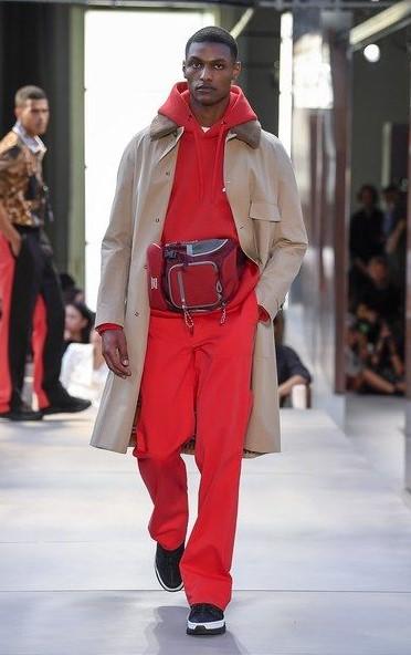 κόκκινο αντρικό ντύσιμο