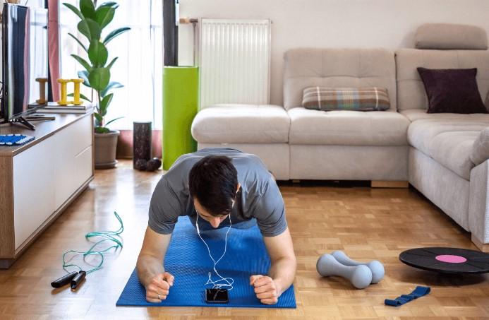 5 λεπτά workout: σανίδα στο σπίτι χωρίς εξοπλισμό