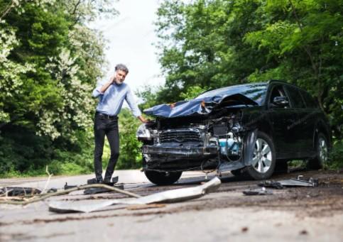 ατυχημα και τηλεφωνημα