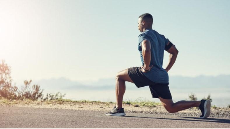 5 λεπτά workout: προβολές ή lunge στον δρόμο λίγο πριν το τρέξιμο