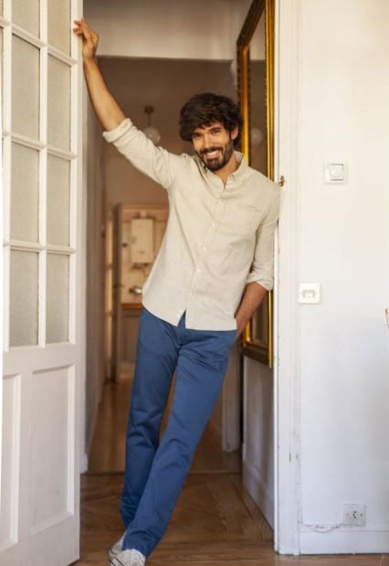 μπλε τσίνο παντελόνι άσπρο πουκάμισο