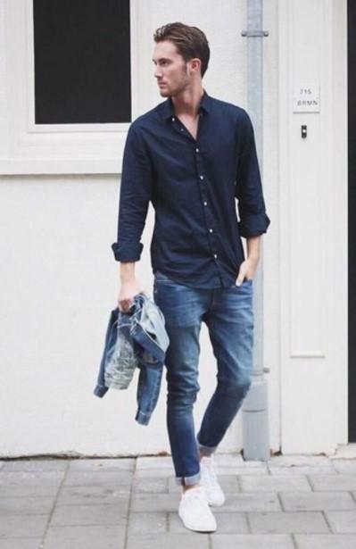 μπλε τζιν μπλε πουκάμισο