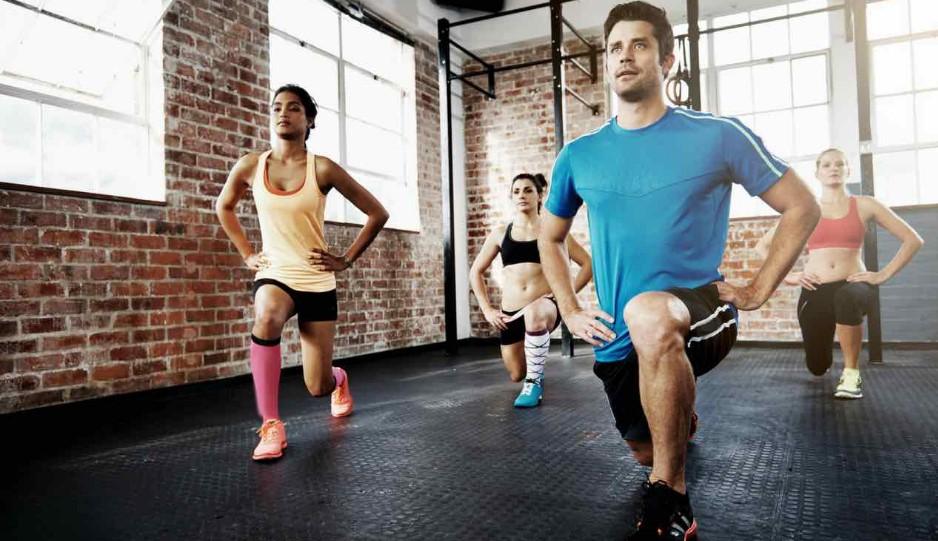 Kicking lunges: εναλλακτική άσκηση των προβολών, μία από τις ιδανικές ασκήσεις για πόδια