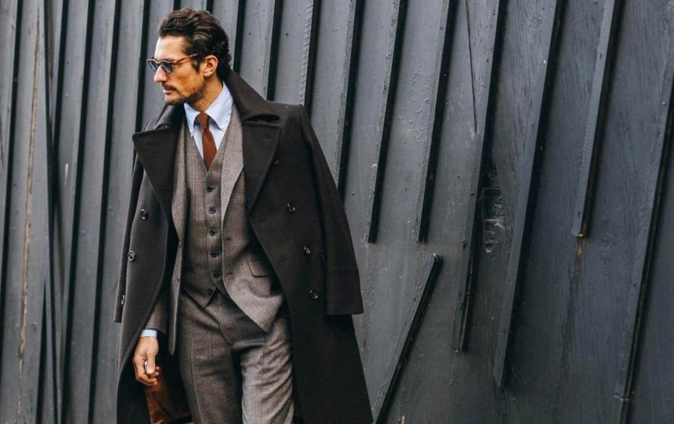 άντρας γκρι κοστούμι παλτό κομψά ρούχα