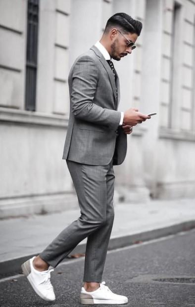 γκρι κοστούμι sneakers ανδρικό στυλ