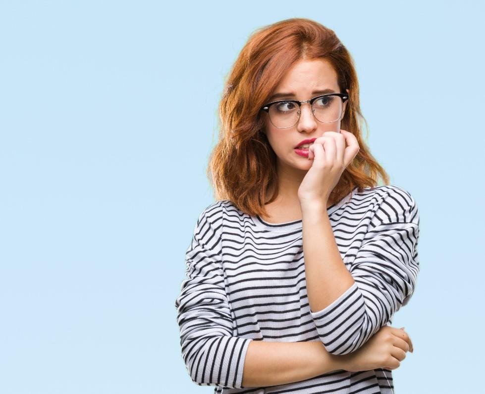 Είναι η γυναίκα νευρική όταν σου μιλάει; Μάλλον σου λέει ψέματα!