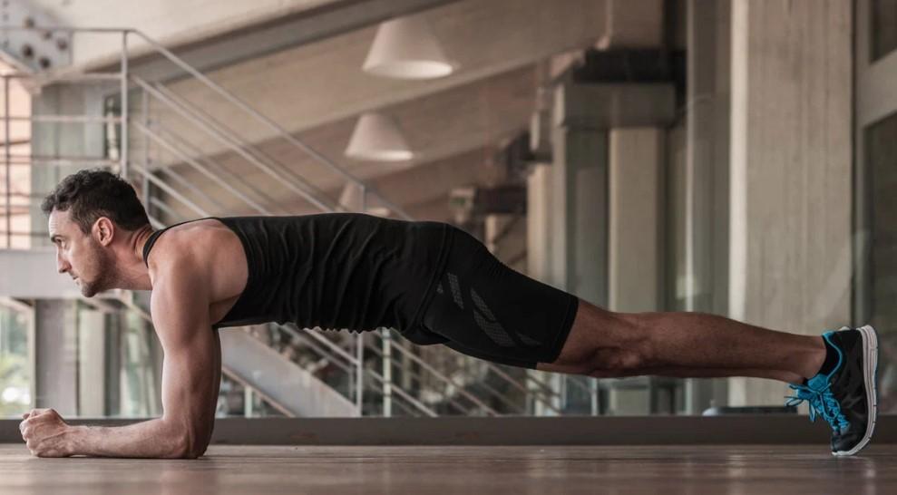 Ασκήσεις που καίνε θερμίδες: up and down plank-σανίδα για μεγαλύτερες καύσεις και χάσιμο λίπους