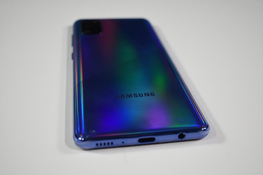 Το samsung galaxy a41 δεν γίνεται να λείπει από τα καλύτερα κινητά κάτω των 250 ευρώ!