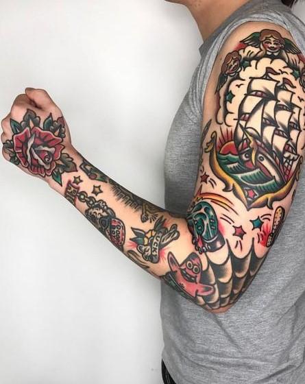 τατουάζ σε όλο το χέρι