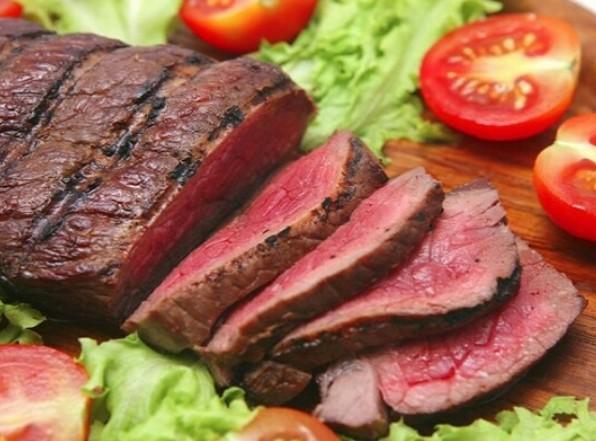 Χοιρινό κρέας που περιέχει 5g κρεατίνη