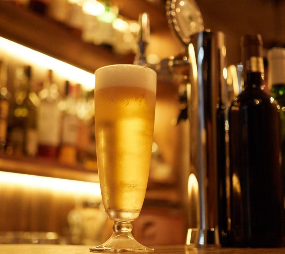 Το πιο συνηθισμένο ποτό για πρώτο ραντεβού είναι η μπίρα