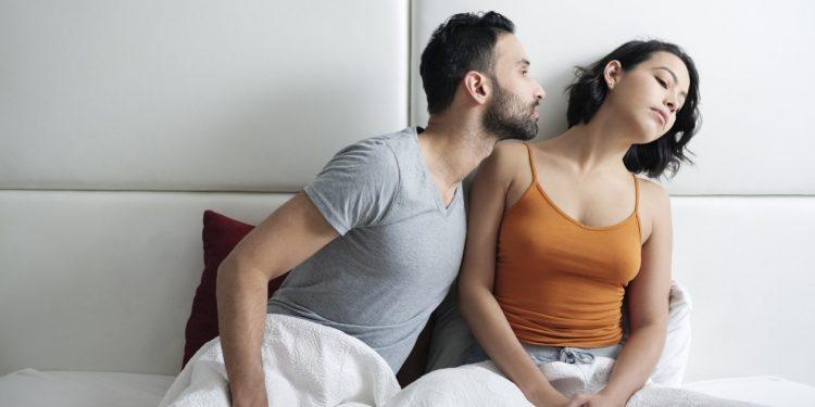 Σημάδια ότι σκέφτεται να χωρίσει: αποφεύγει το σεξ και δεν φλερτάρει