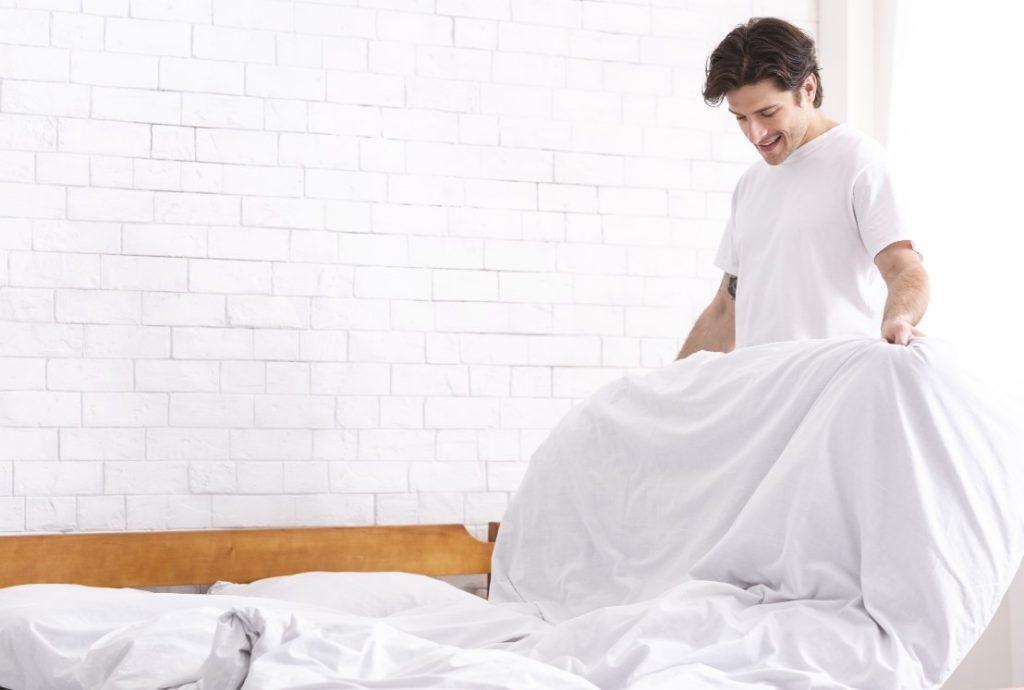 Συμβουλές για καλύτερο πρωινό ξύπνημα: στρώνει το κρεβάτι του