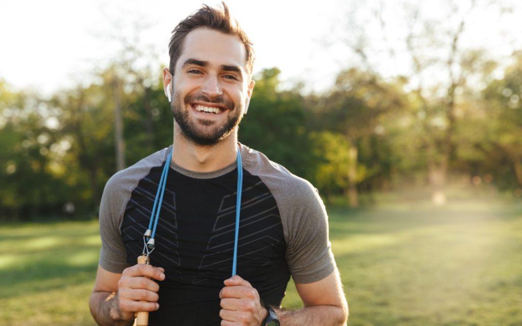 Η vegan διατροφή σίγουρα βελτιώνει την υγεία μας-άνδρας που πάει για jogging