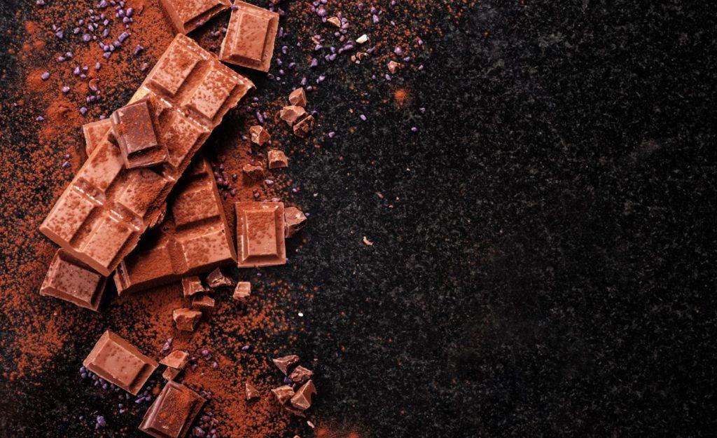 Η σοκολάτα περιέχει λίγη καφεΐνη